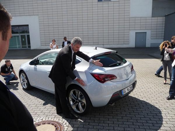 Mark Adams erklärt das Design des Opel Astra GTC