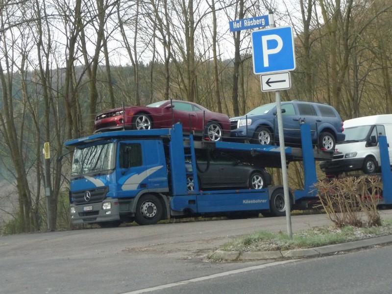 Chevrolet Camaro auf einem Autotransporter 1