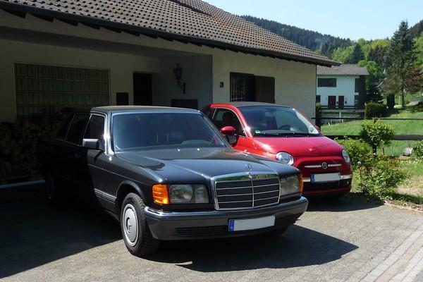 1989 Mercedes-Benz 500 SEL W 126 und neuer Fiat 500