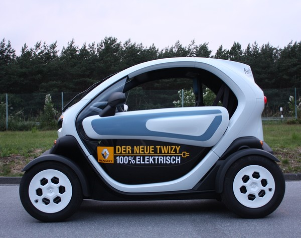 renault twizy im alltag fenster f r den renault twizy. Black Bedroom Furniture Sets. Home Design Ideas