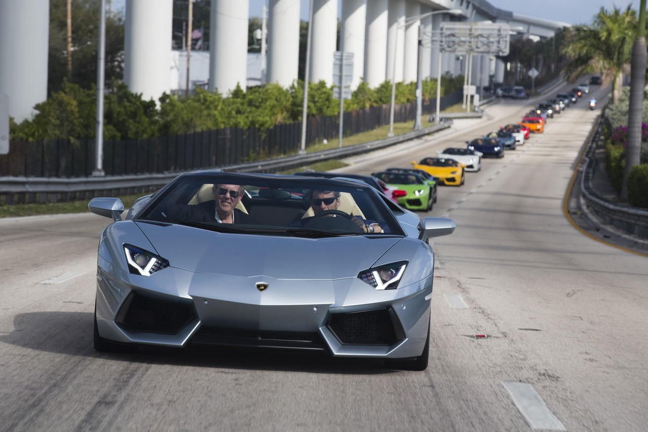 lamborghini-aventador-roadster-lp-700-4-parade-durch-miami-usa-02