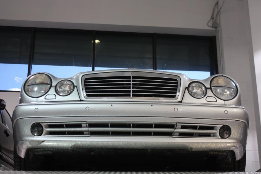 Mbrt13 galerie das mercedes benz classic center in for Mercedes benz classic center irvine