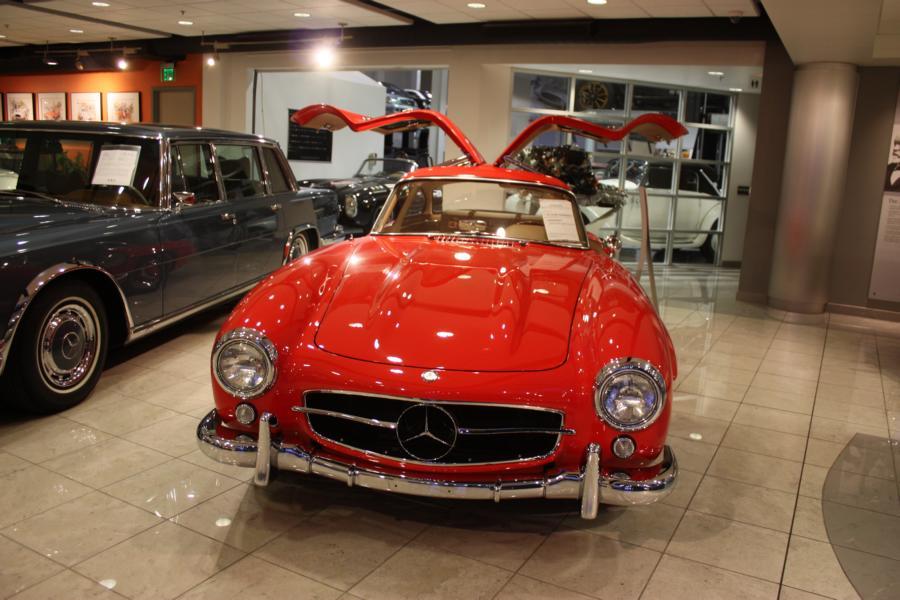 Mbrt13 galerie das mercedes benz classic center in for Mercedes benz classic center california
