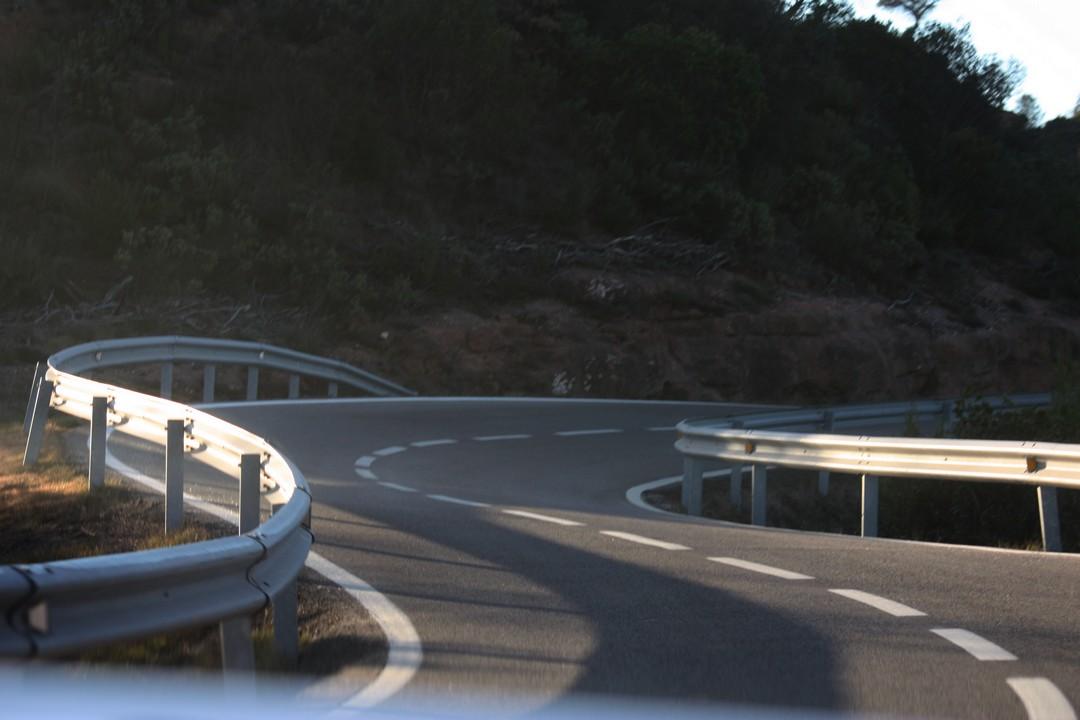 serpentinen-uebelkeit-beifahrer-auto-03