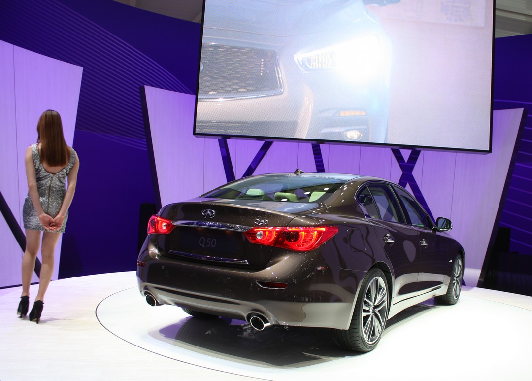 infiniti-q50-heck-diesel-hybrid-daimler-mercedes-genf-2013