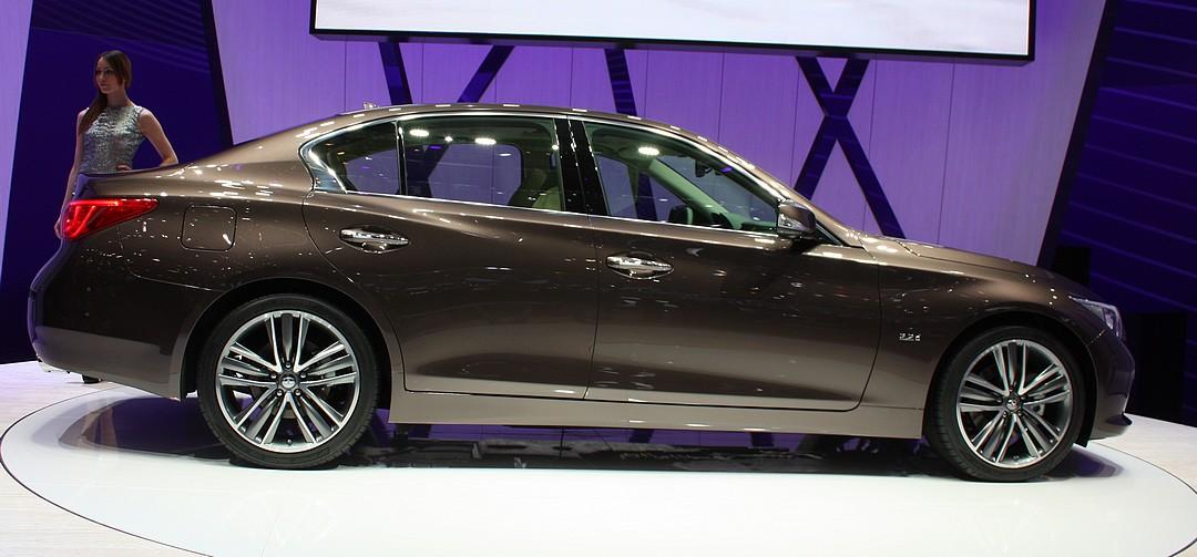 infiniti-q50-seite-diesel-hybrid-daimler-mercedes-genf-2013