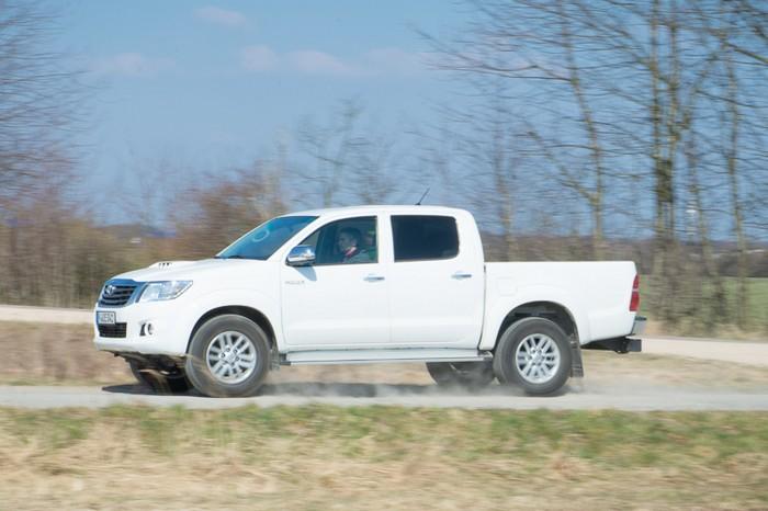 toyota-hilux-3-liter-diesel-fahrbericht-2013