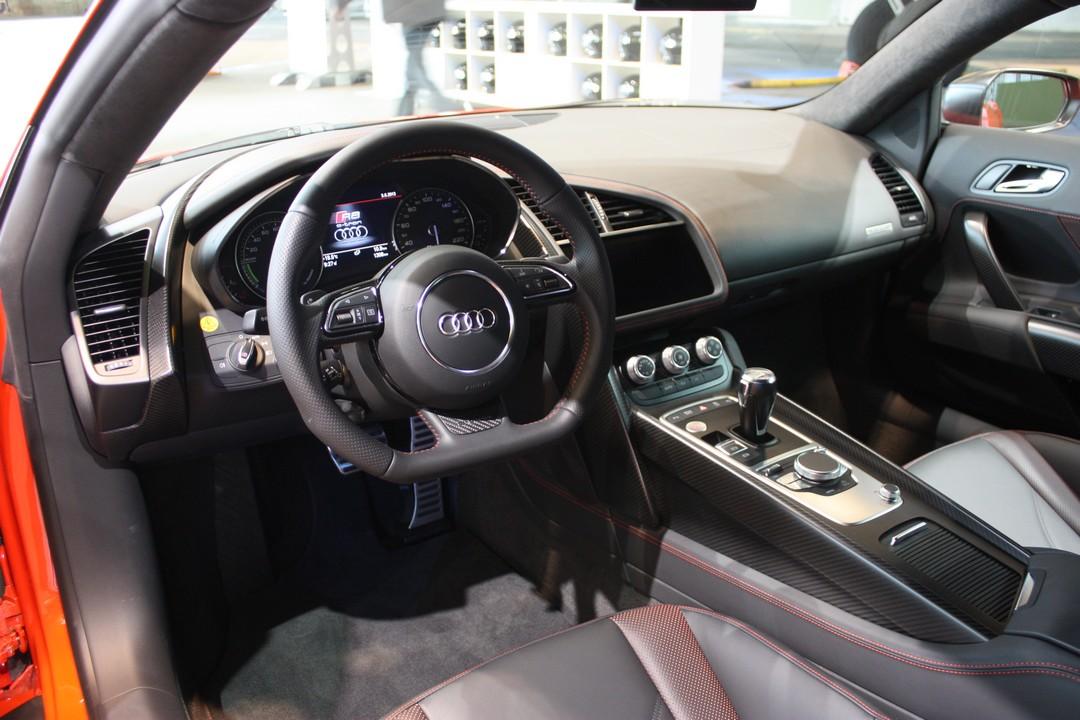 audi-r8-etron-elektro-audi-sportwagen-2013-03