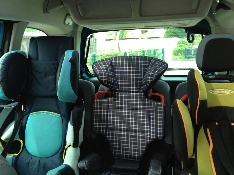 drei-kindersitze-rückbank-citroen-berlingo-test-familientest-familienauto-jens-stratmann-blog