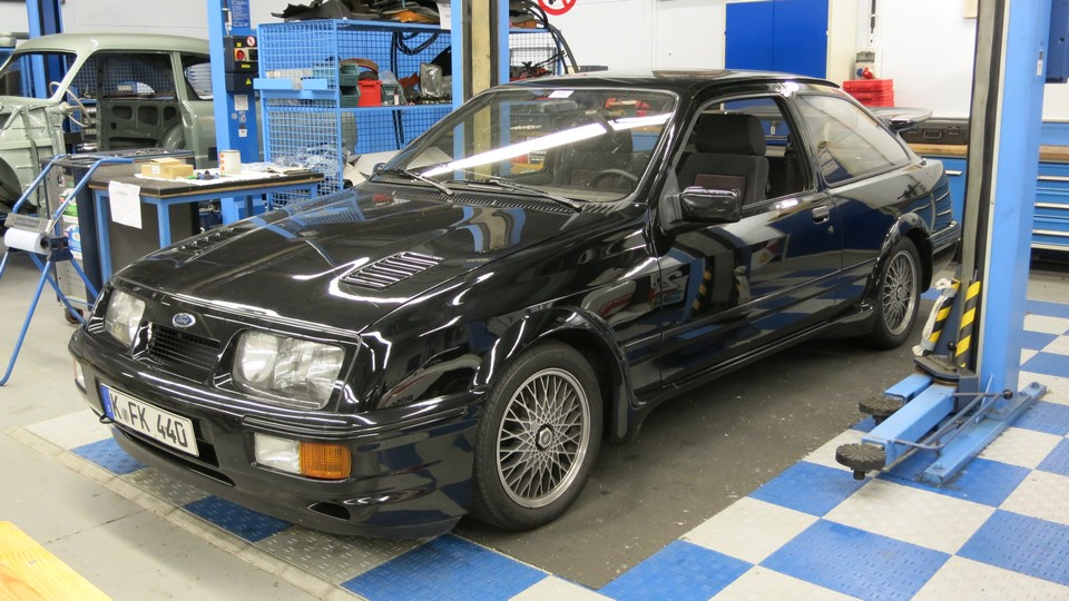ford-classic-garage-koeln-niehl-fotos-2013-ford-sierra-cosworth