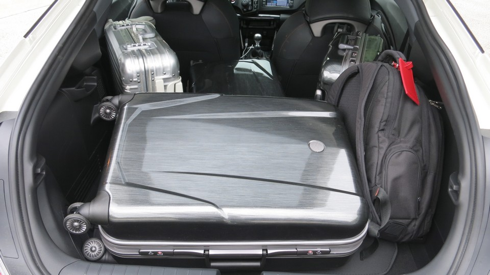 honda-crz-s-hybrid-test-fahrbericht-2013-kofferraum-volumen-jens-stratmann-04