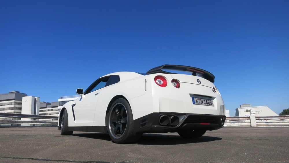nissan-gt-r-2013-black-edition-heck