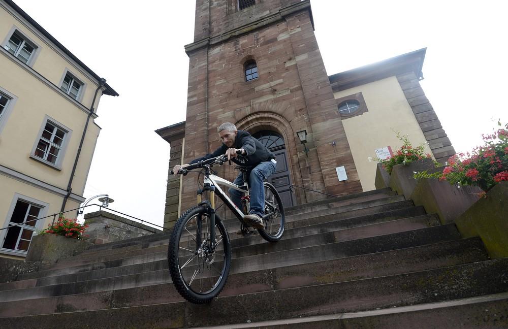 rotwild-x-45-amg-mountainbike-fahrbericht-probefahrt-mtb-treppenstufen-fahren
