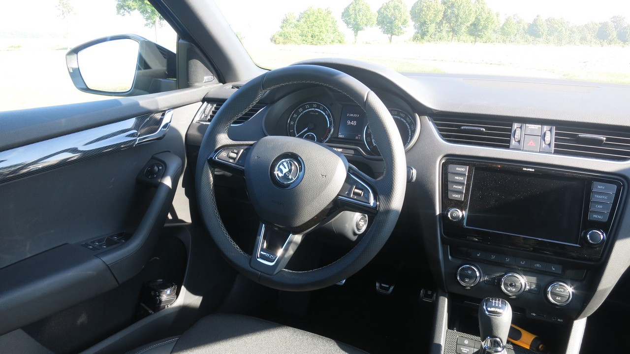 skoda-octavia-rs-kombi-combi-2013-diesel-184ps-kaufberatung-fahrbericht-test-lenkrad