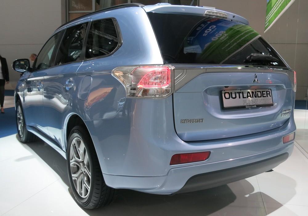 mitsubishi-outlander-phev-plug-in-hybrid-iaa-2013-preis-kaufen-02