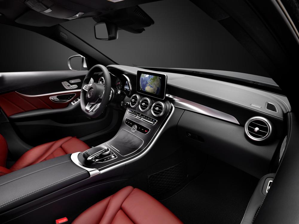 neue-mercedes-benz-c-klasse-w205-innenraum-lenkrad-navi-display-01