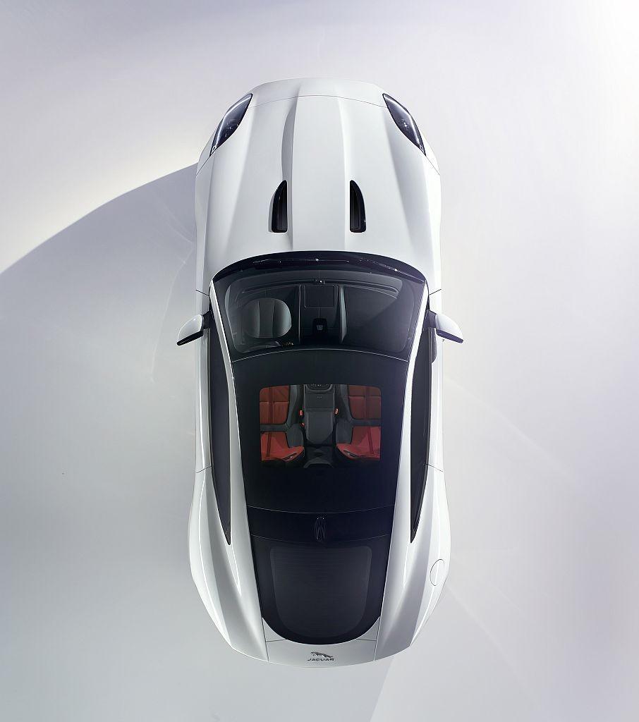 jaguar-f-type-coupe-la-tokyo-2013-premiere