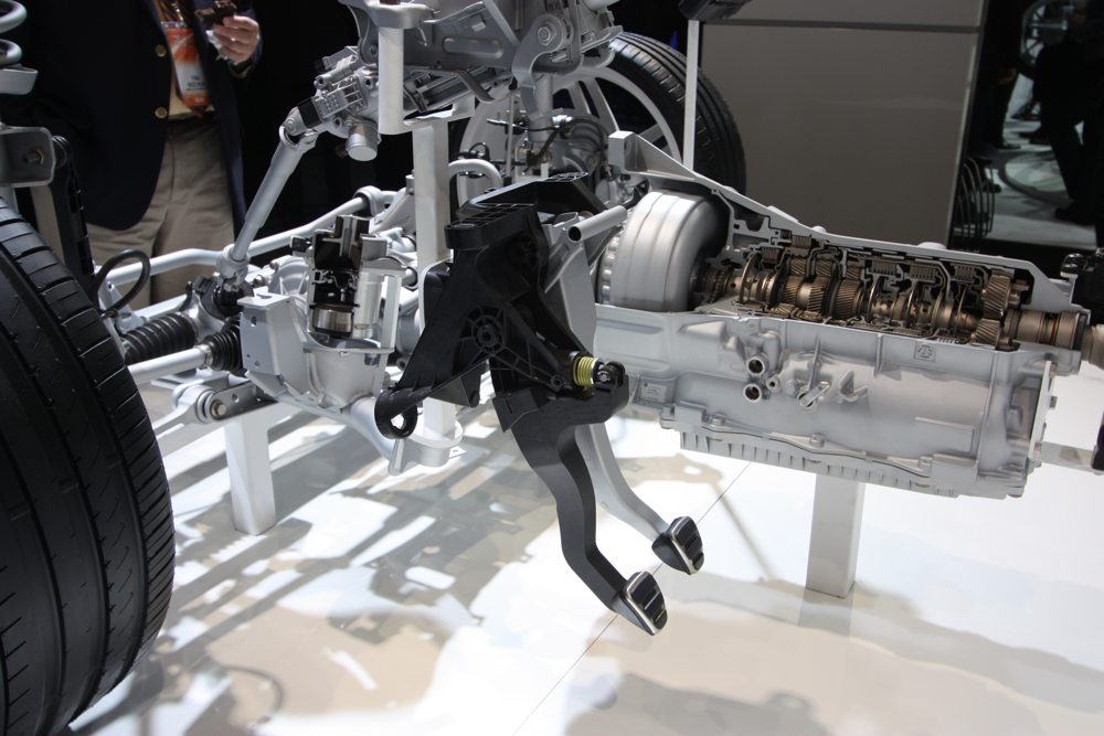 ZF-NAIAS-2014-Leichtbau-Kunststoff-Pedale-Automobil