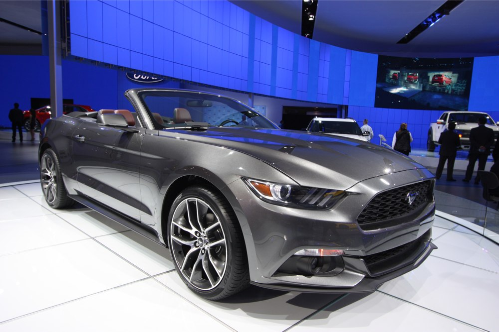 naias 2014 ford mustang cabriolet oder coup 4 zylinder. Black Bedroom Furniture Sets. Home Design Ideas