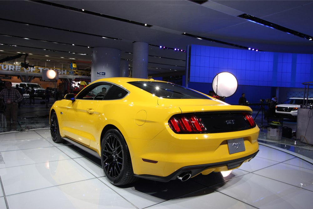ford-mustang-coupe-2014-2015-naias-detroit-heck