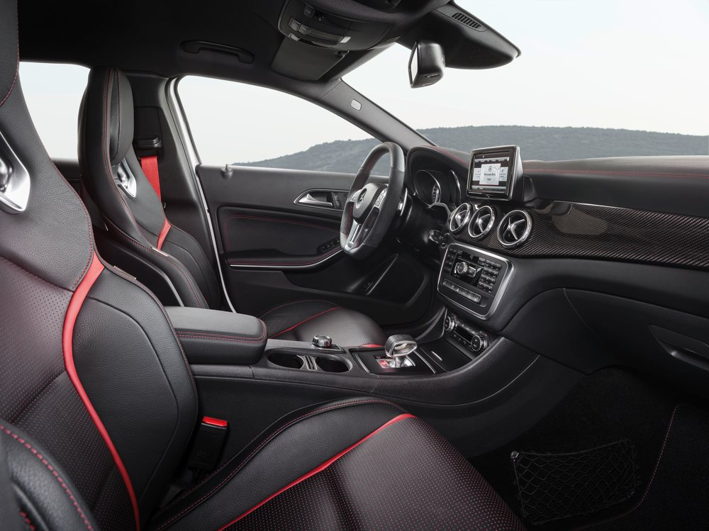 fotos-video-mercedes-benz-gla-45-amg-preis-2014-detroit-02