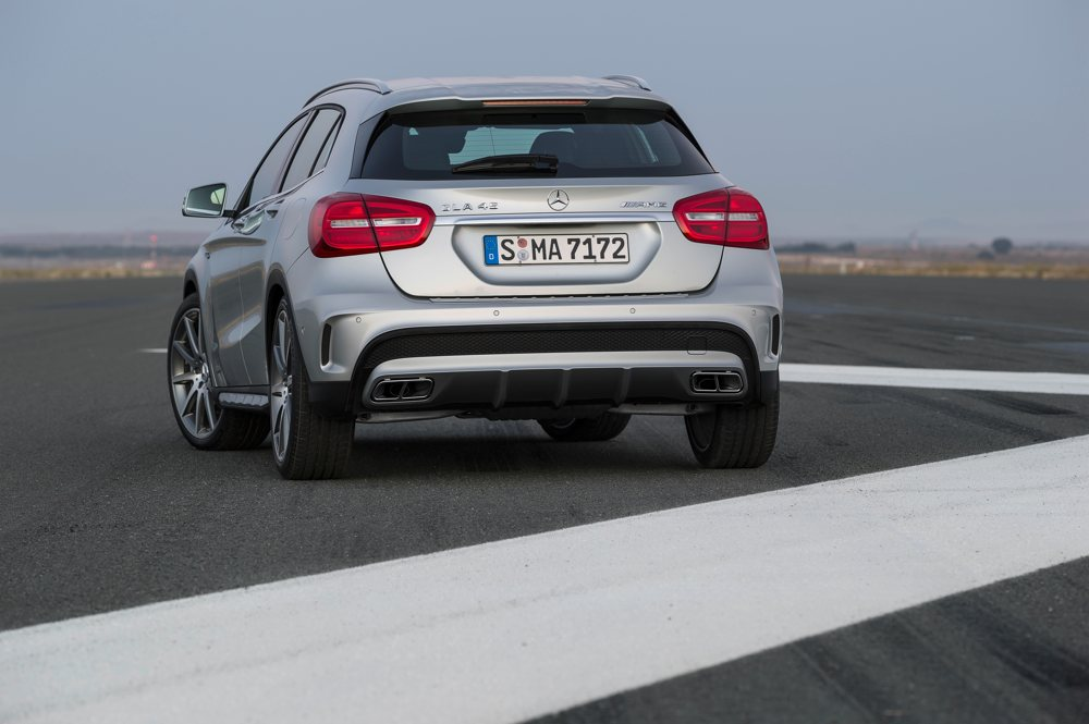 fotos-video-mercedes-benz-gla-45-amg-preis-2014-detroit-04