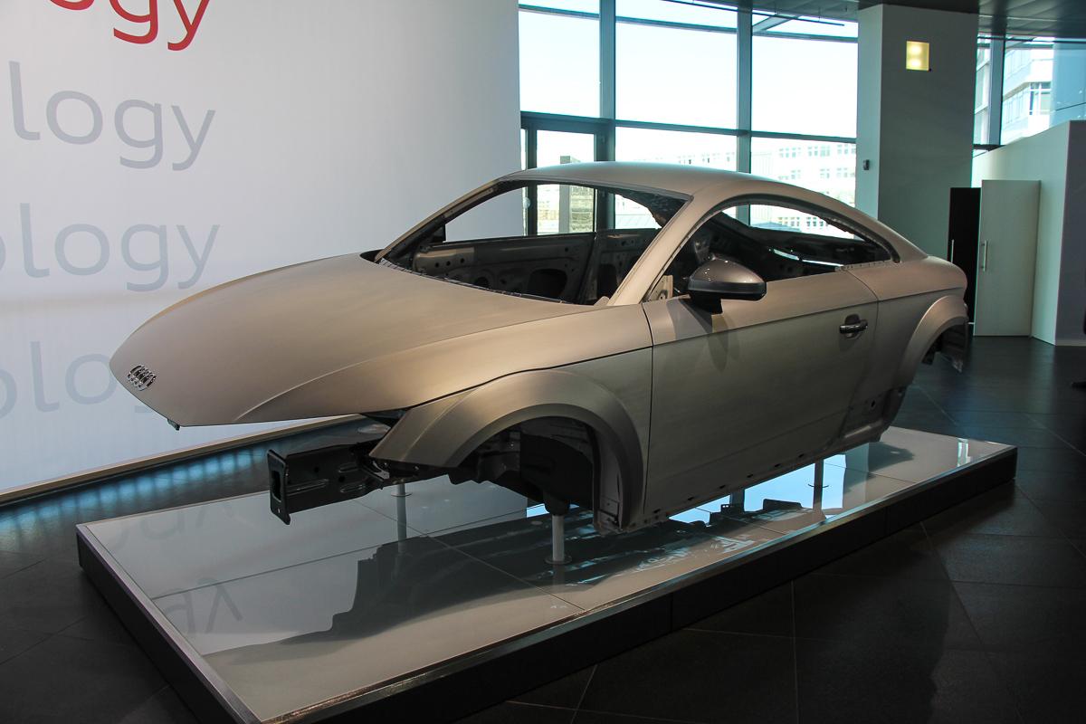 Audi-TT-Workshop-Karosserie-neuer-Audi-TT-2014-1
