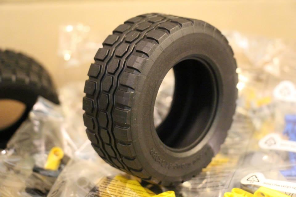 Lego-Technic-42030-Volvo-Radlader-Test-Reifen