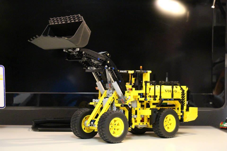 lego-technic-42030-radlader-volvo-l350f
