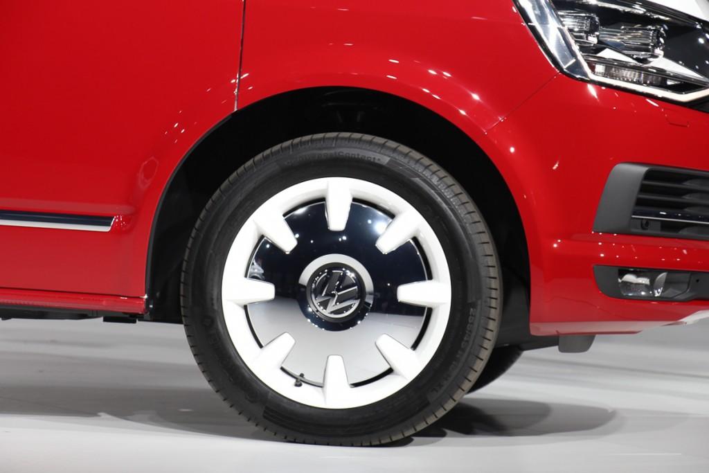 Volkswagen-T6-Generation-Six-der-neue-Bulli-Bus-Transporter-Caravelle-Multivan-2015-45