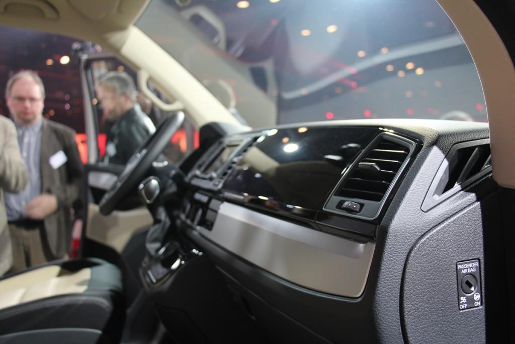 Volkswagen-T6-Generation-Six-der-neue-Bulli-Bus-Transporter-Caravelle-Multivan-2015-70