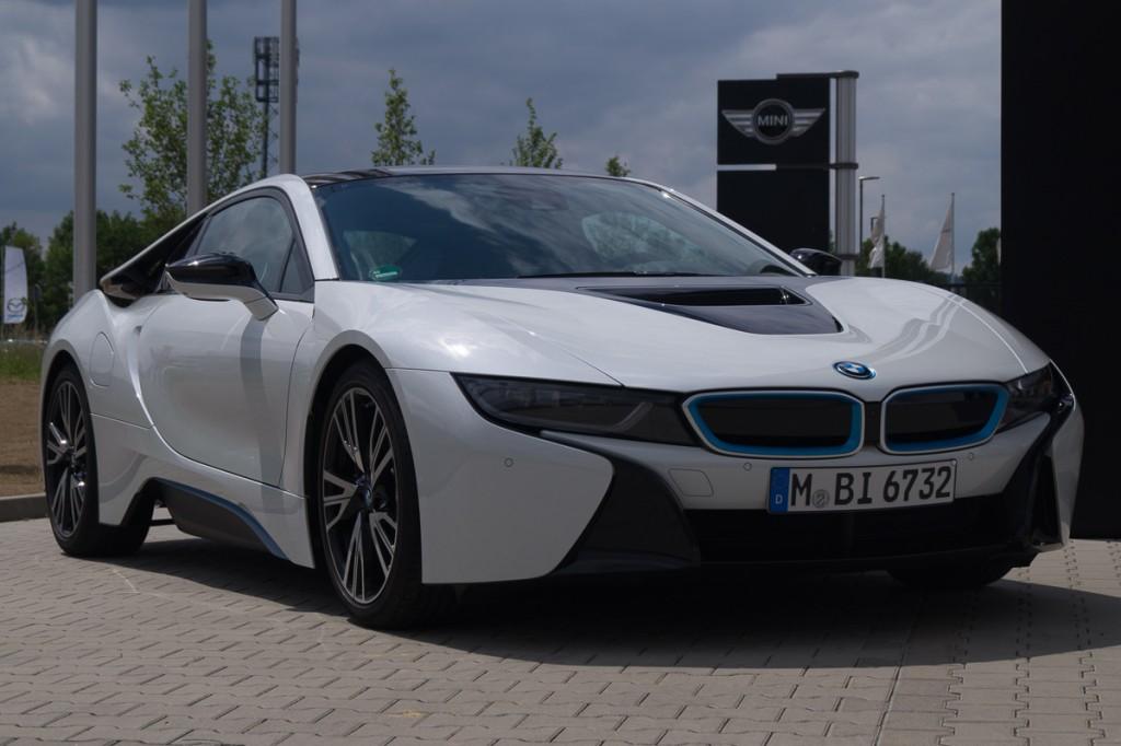 2015-BMW-i8-Porsche-911-Mercedes-AMG-GT-Lamborghini-rad-ab-Jens-Stratmann-1