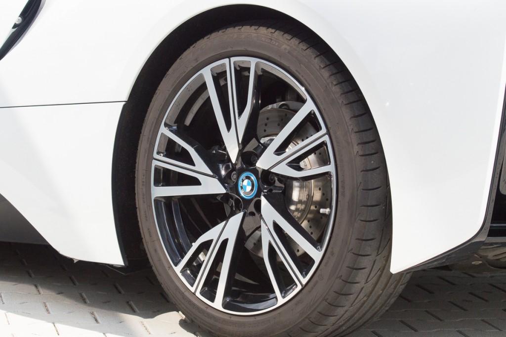 2015-BMW-i8-Porsche-911-Mercedes-AMG-GT-Lamborghini-rad-ab-Jens-Stratmann-11
