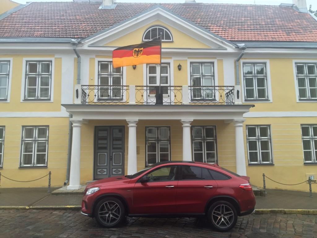 mbpolarsun-roadtrip-mercedes-benz-gle-coupe-deutsche-botschaft-residenz-tallinn-estland