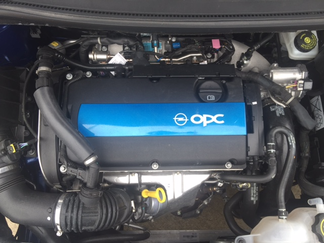opel-corsa-opc-2015-motor