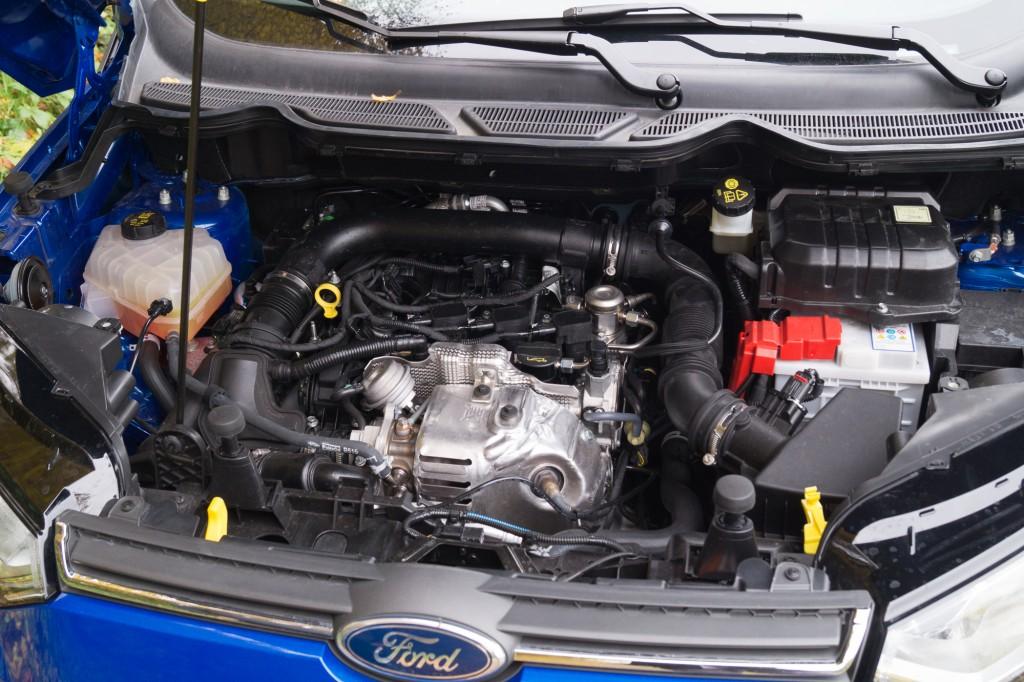 Ford-EcoSport-2015-9