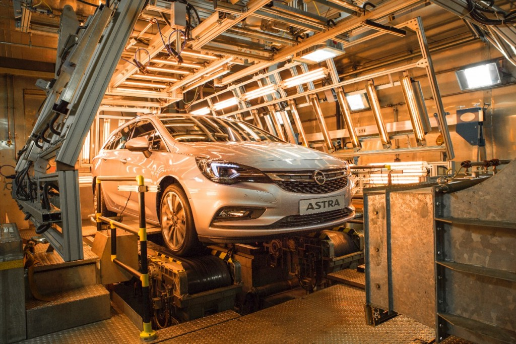 Opel-Astra-Sports-Tourer-Kaeltekammer-2016-Rad-Ab-com (1)