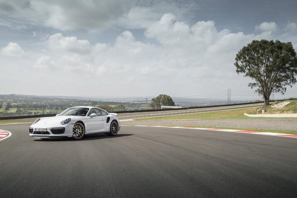 Porsche-911-Turbo-S-2016-Rad-Ab-Com (1)