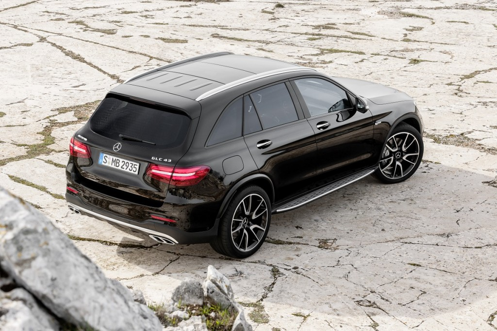 Mercedes-AMG GLC 43 (X 253), 2016 Exterieur: Obsidianschwarz; Interieur: Leder Schwarz, Performance Sitze Kraftstoffverbrauch kombiniert (l/100 km): 8,3 CO2-Emissionen kombiniert (g/km): 189 exterior: obsidian black; interior: leather black, performace seats Fuel consumption, combined (l/100 km): 8.3 CO2 emissions, combined (g/km): 189