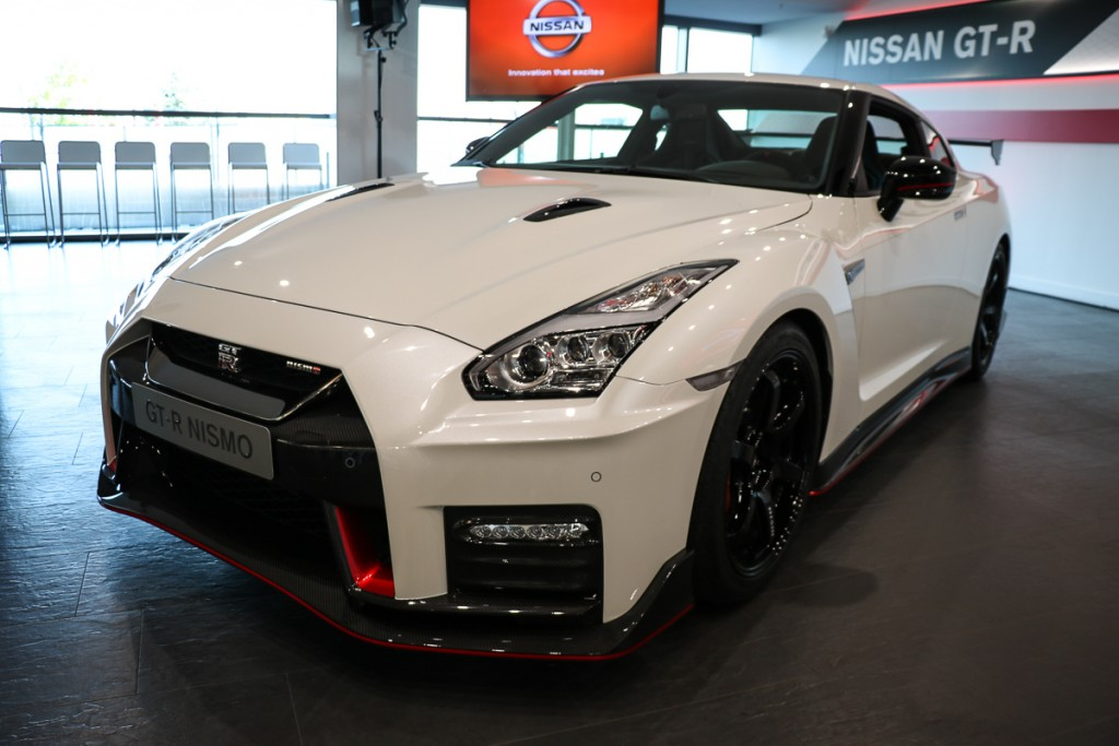 2017 nissan gt r nismo beautiful beast rad. Black Bedroom Furniture Sets. Home Design Ideas