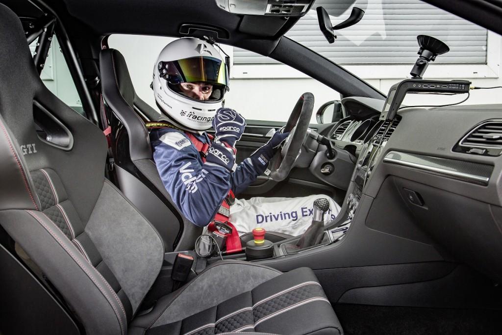 Volkswagen-GTI-CLubsport-S-2016-Nuerburgring-Nordschleife-Rad-Ab-Com (1)