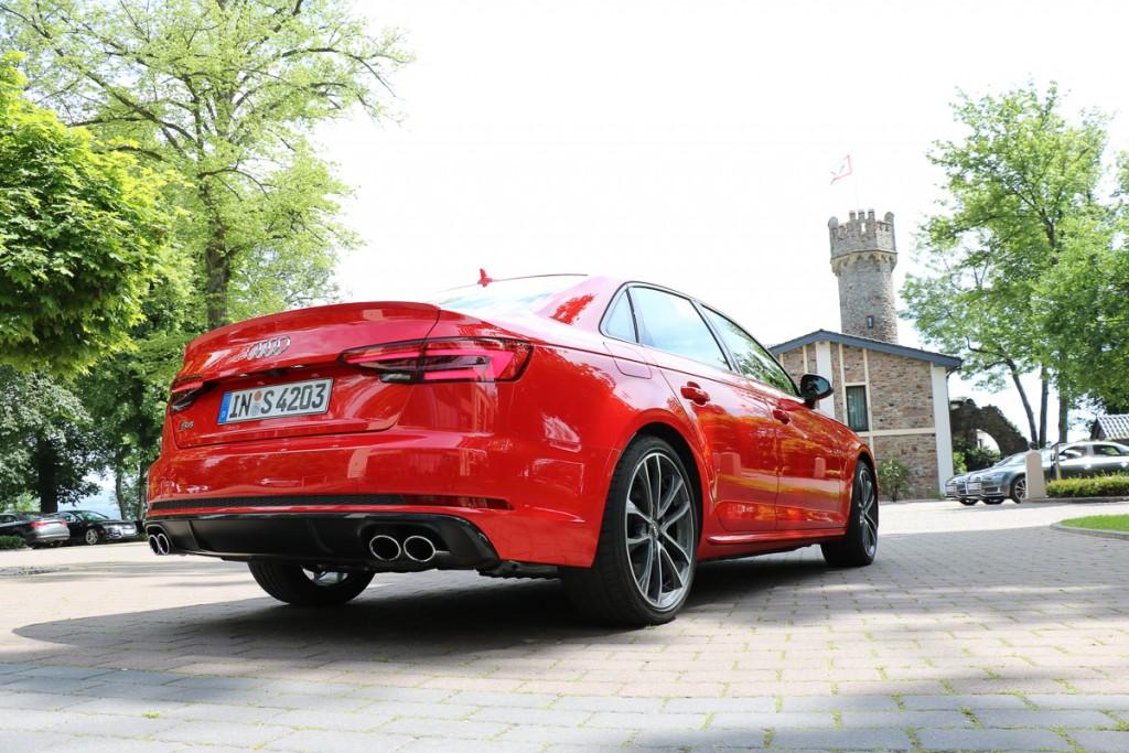 2016-audi-s4-fahrbericht-test-review-avant-limousine-rot-blau-rad-ab-com-16