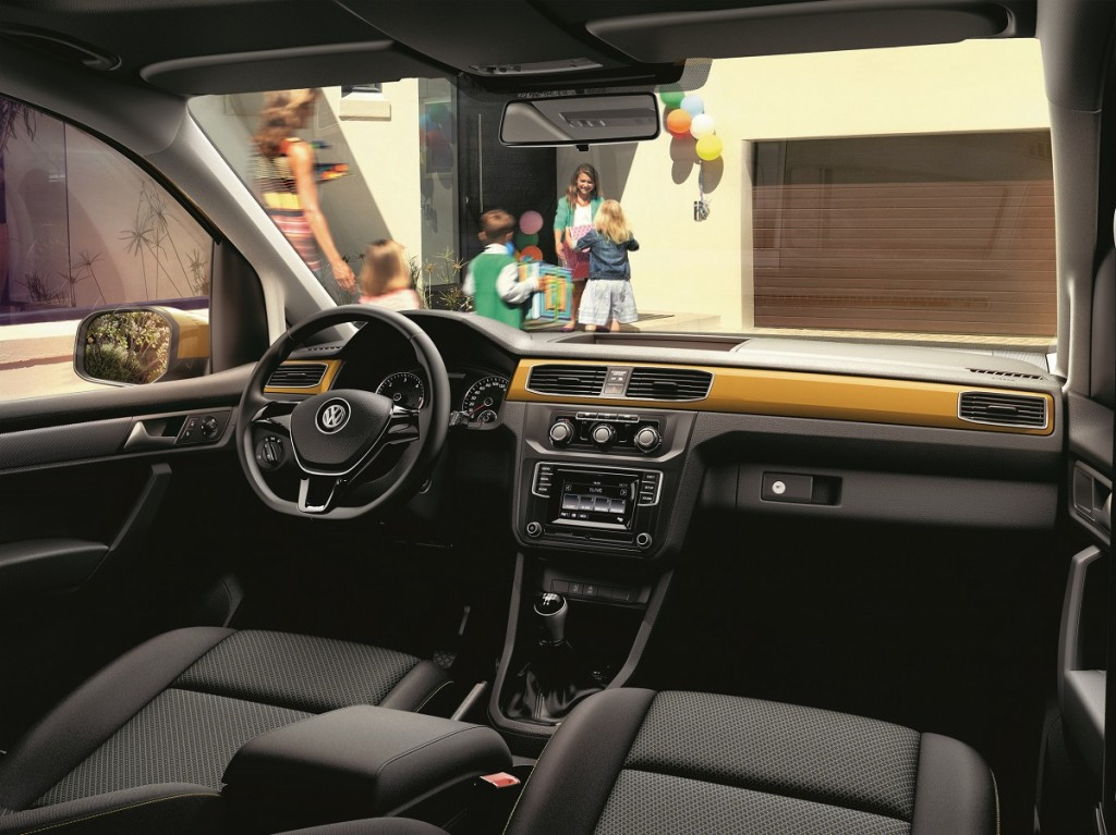 Volkswagen-Nutzfahrzeuge-Caddy-Family-Van-2016-Rad-Ab-Com (2)