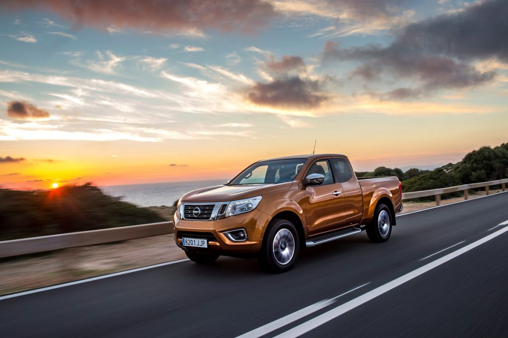Nissan-Navara-Euro-6-Diesel-2016-Rad-Ab (3)
