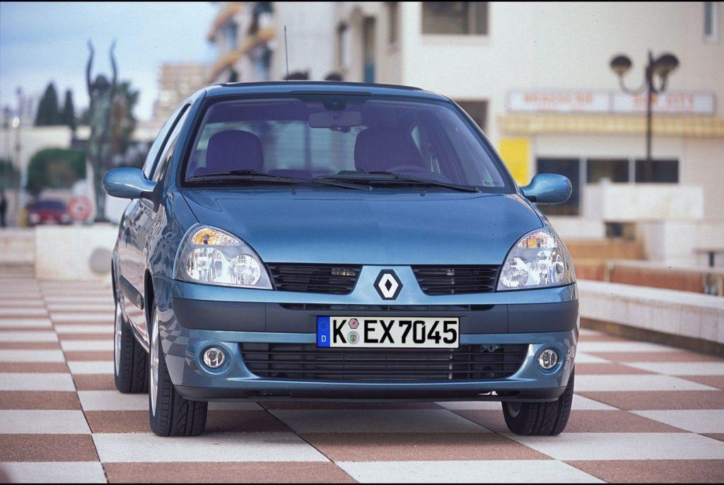Verkehr-Im-Ausland-Renault-Clio-Dacia-Sandero-Urlaub-2016-Rad-Ab (1)