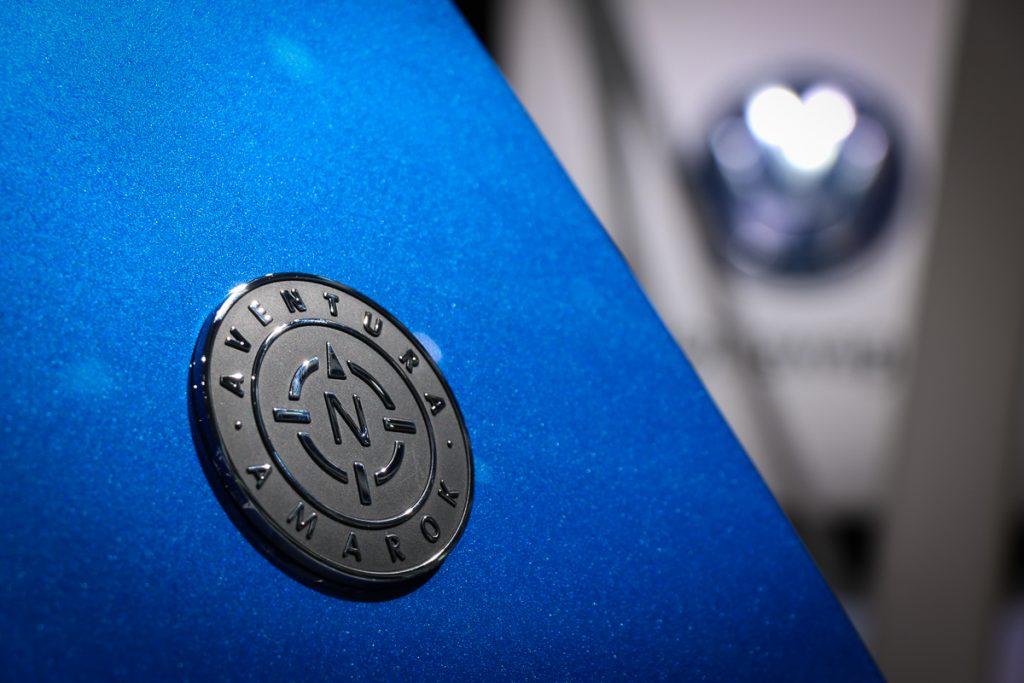 volkswagen-amarok-v6-blau-autosalon-paris-2016-v6-infotainment-design-1