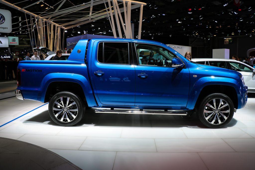 volkswagen-amarok-v6-blau-autosalon-paris-2016-v6-infotainment-design-10