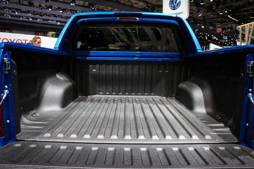 volkswagen-amarok-v6-blau-autosalon-paris-2016-v6-infotainment-design-12