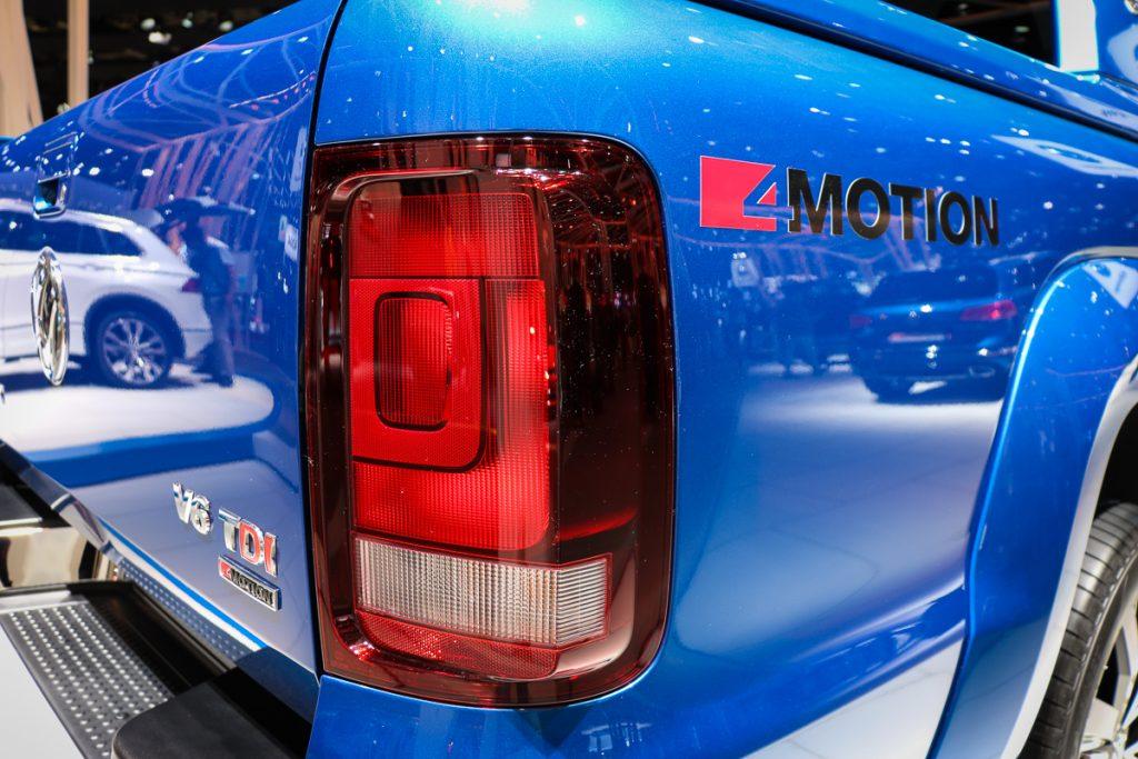 volkswagen-amarok-v6-blau-autosalon-paris-2016-v6-infotainment-design-13