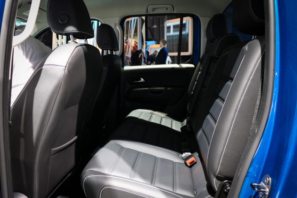 volkswagen-amarok-v6-blau-autosalon-paris-2016-v6-infotainment-design-2